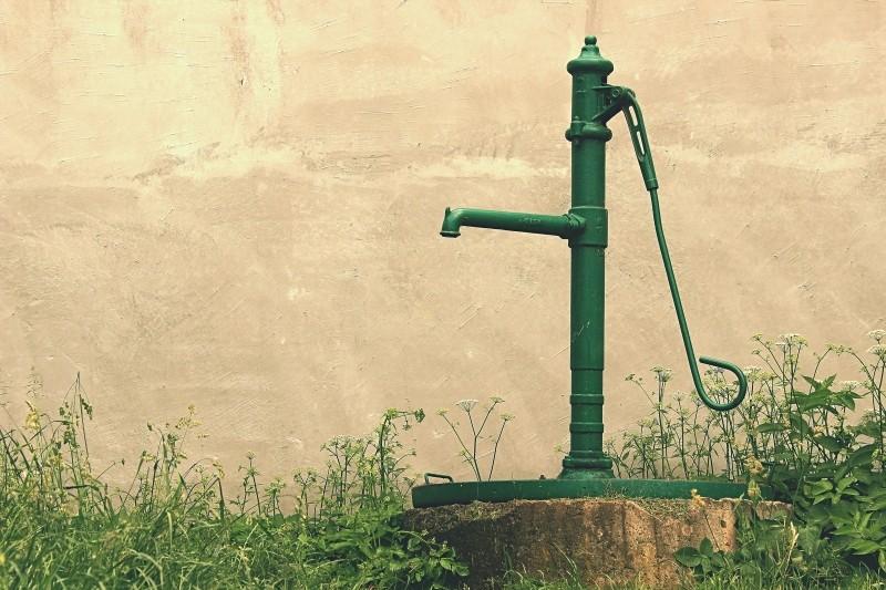 sourcier-pompe-a-eau
